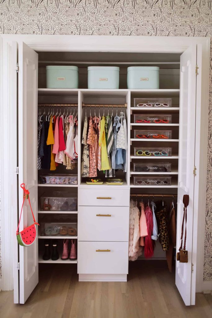 4/10 TIPS FOR RECONFIGURING A CLOSET
