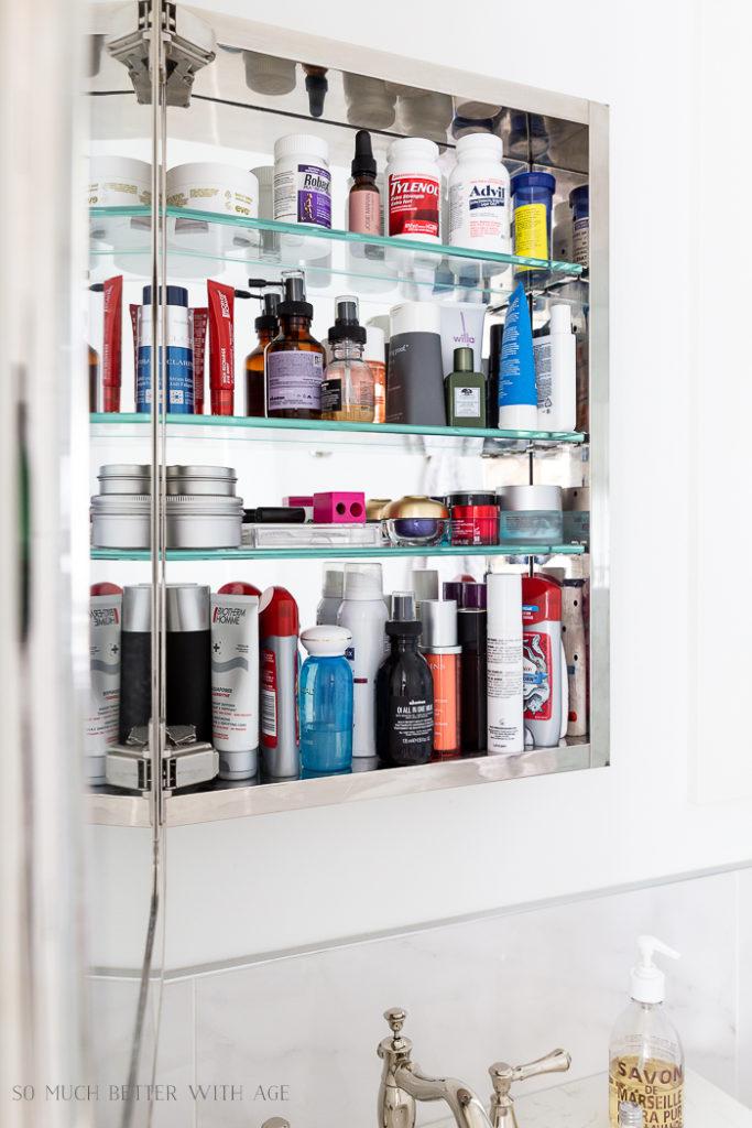 Bathroom Minimalism – How I Organize My Small Bathrooms