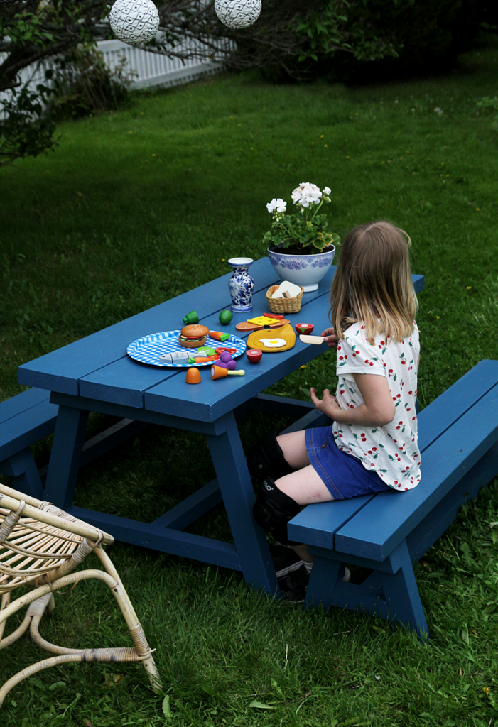 DIY OUTDOOR FURNITURE FOR KIDS