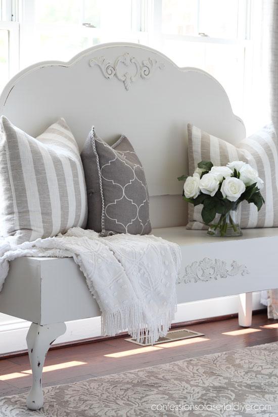 Стильная скамейка из изголовья кровати и старого стула своими руками